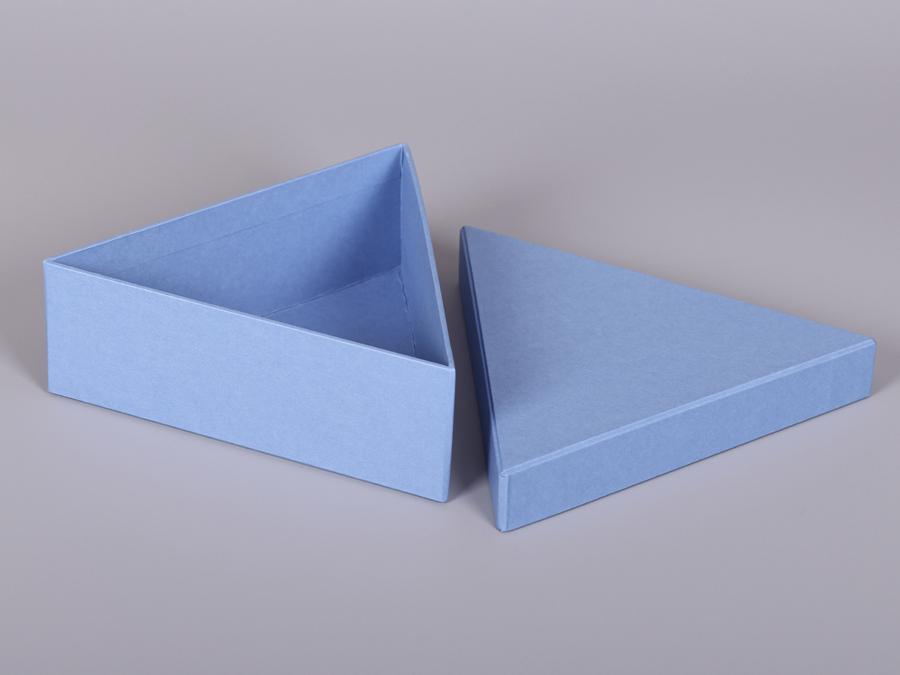 Коробка подарочная треугольная