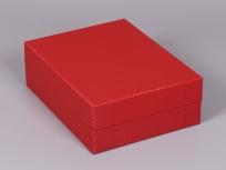 <p><strong><em>Материал:&nbsp;</em></strong><em>картон, пленка ПВХ под карбон</em></p> <p><em><strong>Технология:</strong>&nbsp;вырубка картона, сборка, оклейка пленкой под карбон</em></p> <p><em><strong>Актуальность цен уточняйте у менеджеров компании.</strong></em></p> <p>&nbsp;</p>