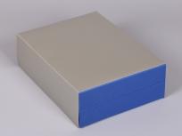 <p><strong><em>Материал:&nbsp;</em></strong><em>картон, пленка ПВХ под карбон, дизайнерский картон под серебро</em></p> <p><em><strong>Технология:</strong>&nbsp;вырубка картона, сборка, оклейка пленкой под карбон</em></p> <p><em><strong>Актуальность цен уточняйте у менеджеров компании.</strong></em></p> <p>&nbsp;</p>