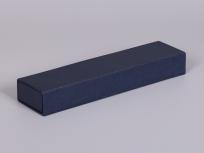 <p><strong><em>Материал:&nbsp;</em></strong><em>картон, дизайнерска бумага</em></p> <p><em><strong>Технология:</strong>&nbsp;вырубка картона, сборка, каширование бумагой</em></p> <p><em><strong>Размер, мм.:</strong>&nbsp;250 х 60 х 30</em></p> <p><em><strong>Актуальность цен уточняйте у менеджеров компании.</strong></em></p> <p>&nbsp;</p>