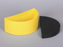 <p><strong><em>Материал:&nbsp;</em></strong><em>картон, дизайнерска бумага имитлин/эфалин (черный 0016, желтый 125)</em></p> <p><em><strong>Технология:</strong>&nbsp;вырубка картона, сборка, каширование бумагой</em></p> <p><em><strong>Размер, мм.:</strong>&nbsp;250 х 120 х 100</em></p> <p><em><strong>Актуальность цен уточняйте у менеджеров компании.</strong></em></p> <p>&nbsp;</p>