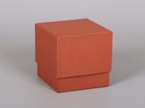 <p><strong><em>Материал:&nbsp;</em></strong><em>картон, дизайнерска бумага имитлин</em></p> <p><em><strong>Технология:</strong>&nbsp;вырубка картона, сборка, каширование бумагой</em></p> <p><em><strong>Размер, мм.:</strong>&nbsp;120х120х120&nbsp;</em></p> <p><em><strong>Актуальность цен уточняйте у менеджеров компании.</strong></em></p> <p>&nbsp;</p>