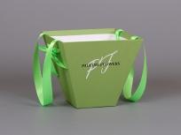 """<p><strong><em>Материал:</em></strong>картон,<em>дизайнерская бумага эфалин (зеленое яблоко 152), люверсы металлические и ручка лента атласная с 2-мя бантиками(входят в стоимость)</em></p> <p><em><strong>Технология:</strong>вырубка картона, монтаж ручек</em></p> <p><em><strong>Размер, мм.:</strong>225х225 высота 200 мм</em></p> <p><strong><em>Примерная стоимость, руб.:</em></strong></p> <p>оклейка дизайнерской бумагой эфалин, имитлин от - 347 (вариант на фото)</p> <p>оклейка пленкой цветной (оракал) - от 385</p> <p>оклейка крафт бумагой от - 316</p> <p><em><em><em><em><em><em><em><em><em><em><strong><em><a title=""""KP na trapecii"""" href=""""http://estetis.ru/files/doc/KP%20na%20trapecii.pdf"""" target=""""_blank"""">Подробно про коробки - трапеции для цветов</a></em></strong></em></em></em></em></em></em></em></em></em></em></p>"""