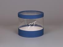 """<p><strong><em>Материал:</em></strong><em>картон, дизайнерская бумага имитлин синий (105), ПЭТ</em></p> <p><em><strong>Технология:</strong>вырубка картона и ПЭТ, каширование дизайнерской бумагой, сборка</em></p> <p><em><strong>Размер, мм.:</strong>d200 h170 мм</em></p> <p><em><strong>Примерная стоимость, руб.:</strong></em></p> <p><em>с прозрачными стенками и прозрачной крышкой от 425 (без нанесений) вариант на фото</em></p> <p><em><em><em><em><em><em><em><em>с прозрачными стенками от<em><em><em><em>362 (без нанесений и ручек)</em></em></em></em></em></em></em></em></em></em></em></em></p> <p><em>актуальность цен уточняйте у менеджеров компании</em></p> <p><em><em><em><em><em><em><em><em><em><em><strong><em><em>БЛАНК ЗАКАЗА И ЦЕНЫ<a href=""""http://estetis.ru/files/doc/Blank_zakaza.xlsx"""" target=""""_blank"""">СКАЧАТЬ</a></em></em></strong></em></em></em></em></em></em></em></em></em></em></p>"""