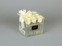 <p>Акриловая коробка с 9 - ю розами</p> <p><em><strong>Актуальность цен уточняйте у менеджера компании.</strong></em></p>