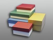 <p><strong><em>Материал:&nbsp;</em></strong><em>картон, дизайнерска бумага, изолон, атлас</em></p> <p><em><strong>Технология:</strong>&nbsp;ручная резка картона, сборка, каширование бумагой, оформление ложемента под изделие атласом</em></p> <p>&nbsp;<em>актуальность цен уточняйте у менеджеров компании</em></p> <p><em><em><strong>Актуальность цен уточняйте у менеджеров компании.</strong></em></em></p>