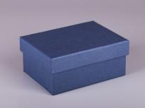 <p><strong><em>Материал:&nbsp;</em></strong><em>картон, дизайнерска бумага, изолон, атлас</em></p> <p><em><strong>Технология:</strong>&nbsp;вырубка картона, сборка, каширование бумагой, оформление ложемента под изделие атласом</em></p> <p><em><strong>Размер, мм.:</strong>&nbsp;170х140х60</em></p> <p><em><strong>Актуальность цен уточняйте у менеджеров компании.</strong></em></p> <p>&nbsp;</p>