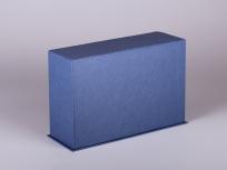 <p><strong><em>Материал:&nbsp;</em></strong><em>картон, дизайнерска бумага, изолон, атлас</em></p> <p><em><strong>Технология:</strong>&nbsp;ручная резка картона, сборка, каширование бумагой, оформление ложемента под изделие атласом</em></p> <p><em><strong>Размер, мм.:</strong> 160х80х120&nbsp;</em></p> <p><em><strong>Актуальность цен уточняйте у менеджеров компании.</strong></em></p> <p>&nbsp;</p>