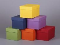 <p><strong><em>Материал:&nbsp;</em></strong><em>картон, дизайнерска бумага</em></p> <p><em><strong>Технология:</strong>&nbsp;вырубка картона, сборка, каширование бумагой</em></p> <p><em><strong>Размер, мм.:</strong>&nbsp;180х100х100</em></p> <p><em><strong>Актуальность цен уточняйте у менеджеров компании.</strong></em></p> <p>&nbsp;</p>